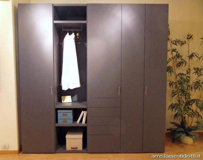 L armadio che si trasforma in zona lavanderia stireria e