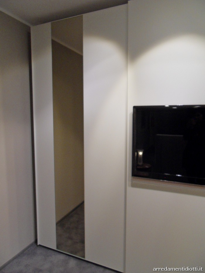 Armadio Scorrevole Porta Tv Mindland : Vasca idromassaggio jacuzzi prezzi catalogo