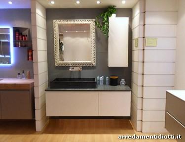 Bagno in prezzo affare dotato di piano e lavabo in for Diotti arredamenti prezzi