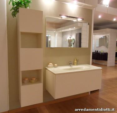 Bagno moderno lyuba con lavabo in cristallo diotti a f arredamenti - Mobili laccati lucidi graffiati ...