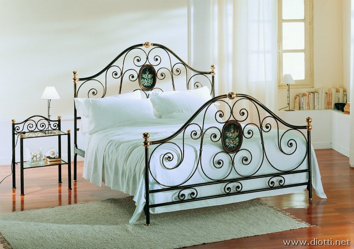 Agrigento wrought iron bed painted panels