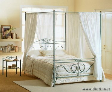 Fior di Pesco traditional canopy bed wrought iron