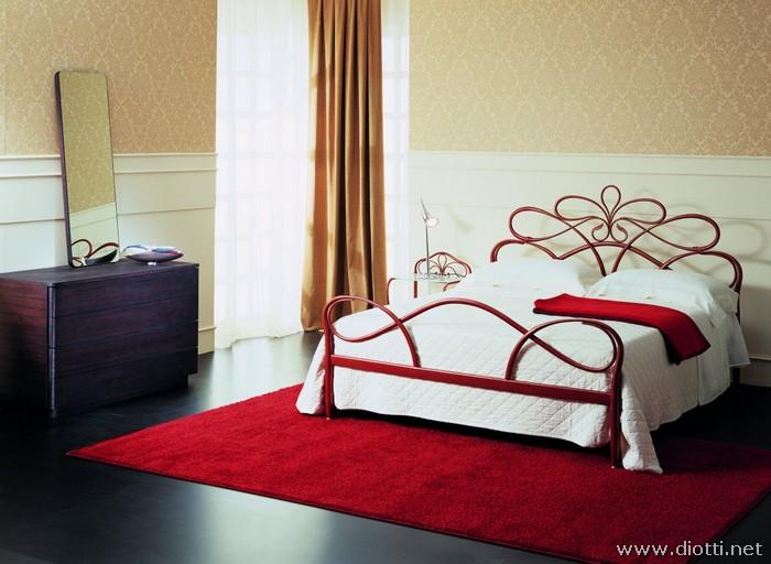 Giglio letto ferro battuto rosso