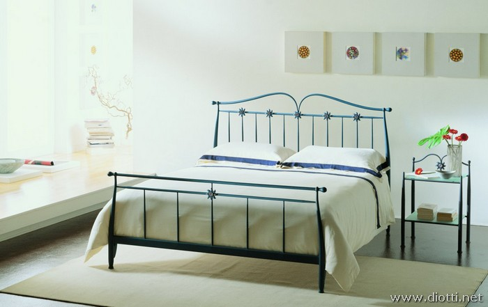 Murano iron bed glass details