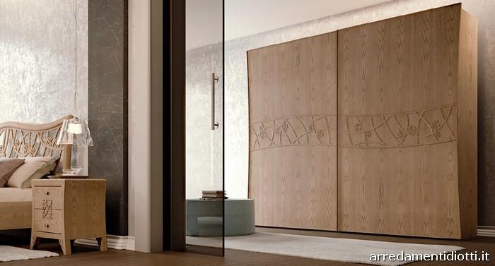 Camera classica d co in frassino con fiori intagliati for Camere da letto deco mobili
