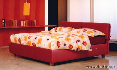 Vivian red textile bed ribbons floreal bedding