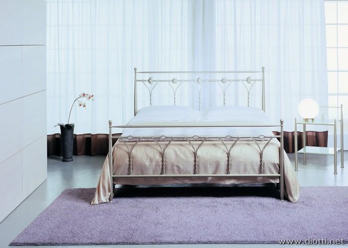 Fantasy letto ferro battuto decori baldacchino