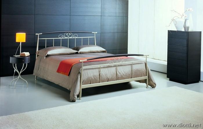 Pegaso letto ferro battuto inserto legno
