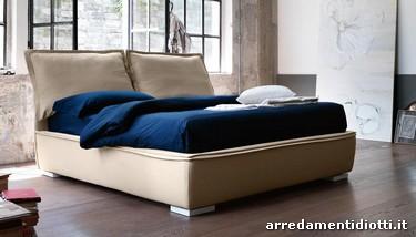 Letto sandy con grandi cucini di testata diotti a f arredamenti - Testata letto cuscini ...