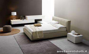 Letto Super Dream in ecopelle corda, gruppo letto Pagu, con struttura frassinato bianco, frontali cassetti in vetro bianco lucido