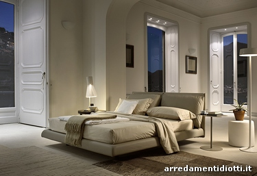 Letto imbottito con cuscini di testata per una posizione - Panche per camera da letto ...