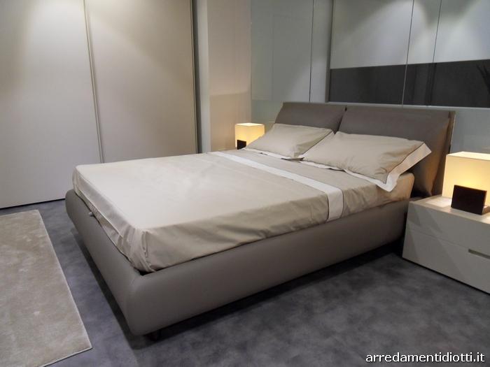 Letto imbottito con cuscini di testata per una posizione - Camera da letto tortora ...
