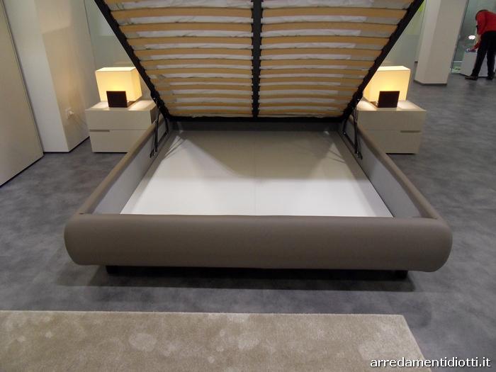 Letto imbottito con cuscini di testata per una posizione di totale relax o pi adeguata alla - Camere da letto bontempi ...