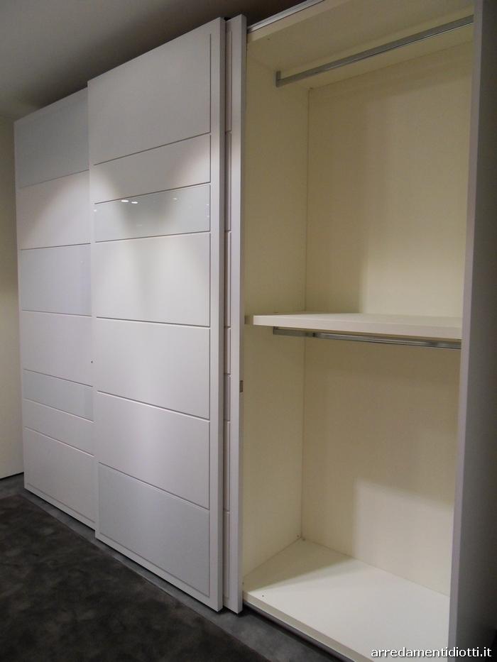Camera matrimoniale con armadio scorrevole diotti a f for Diotti a f arredamenti