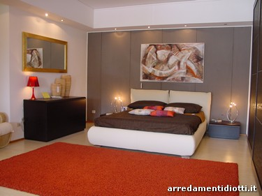 Camera matrimoniale astor forme avvolgenti diotti a f arredamenti for Quadri moderni camera da letto