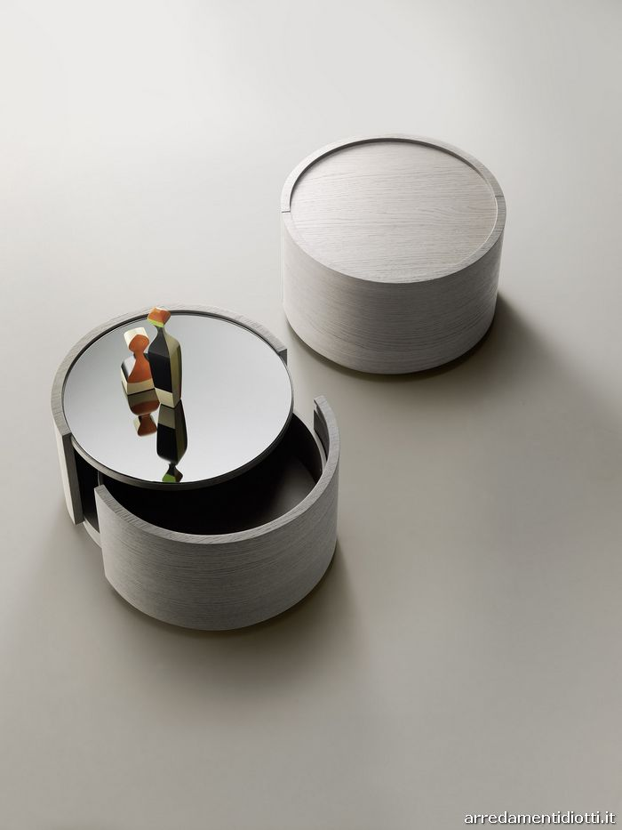 Contenitore Raiki tondo in rovere cenere con piano superiore a specchio dark