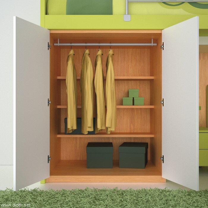 L'elemento contenitore aperto: avendo una profondità maggiore di un normale armadio si riesce ad avere una zona frontale ad uso appenderia ed una posteriore con ripiani.