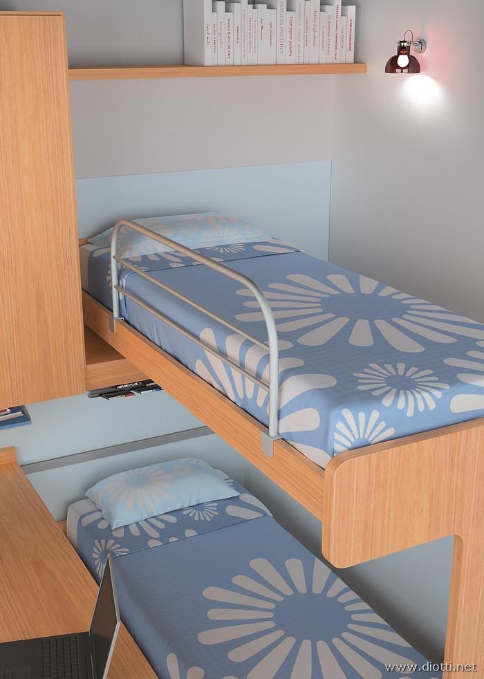 I letti a castello, scorrevoli e non, devono avere una protezione laterale per chi dorme 'al piano di sopra'. Da notare la lavorazione del ciliegio sulla pediera portante del letto.