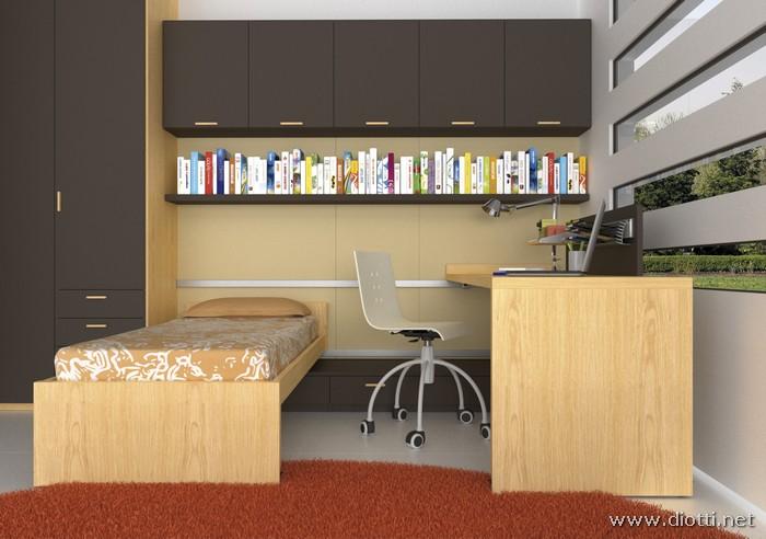 Sia il letto che la scrivania scorrevole si muovono su binario in alluminio: la pannellatura boiserie può essere attrezzata con mensole o con i pensili contenitori.