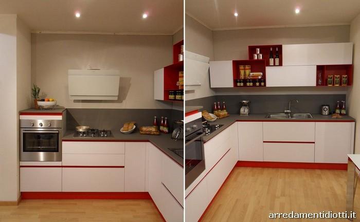 Cucina angolare in prezzo affare caratterizzata dal colore - Pavimenti lucidi a specchio ...