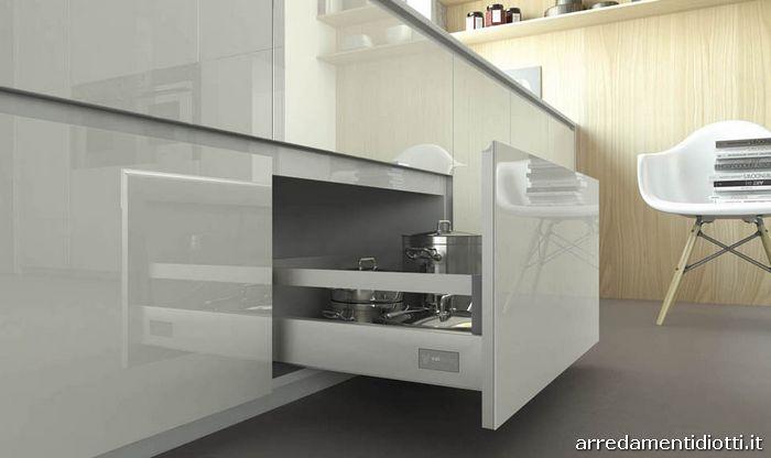 Cucina moderna con ante in vetro Reef - DIOTTI A&F Arredamenti