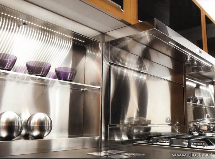 Cucina quadra in legno con basi sagomate diotti a f - Schienali per cucine ...