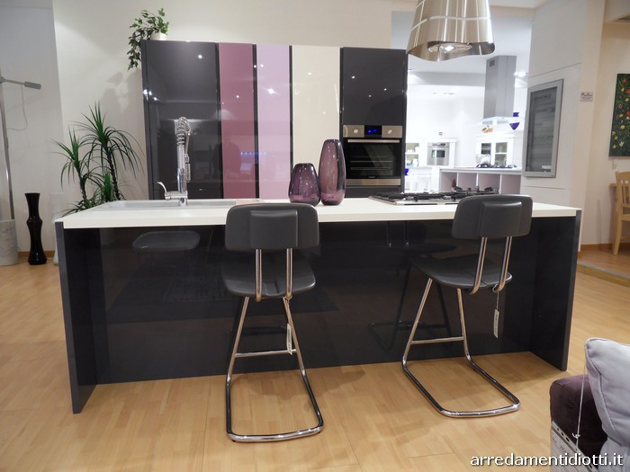 cucina di design domus con isola e colonne - diotti a&f arredamenti - Domus Cucine