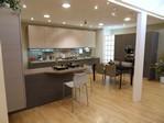 Cucina Sfera larice, una composizione moderna con penisola, curata in ...