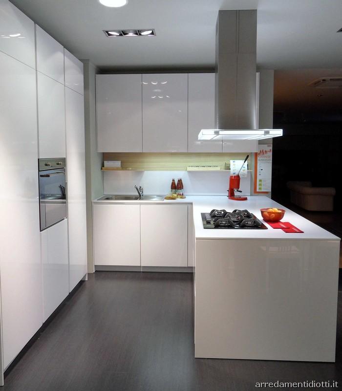 Cucina Orange Snaidero con maniglia integrata - DIOTTI A&F Arredamenti