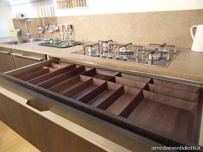 Cucina moderna verde e rovere dark grafica diotti a f arredamenti - Cassetti per cucine ...