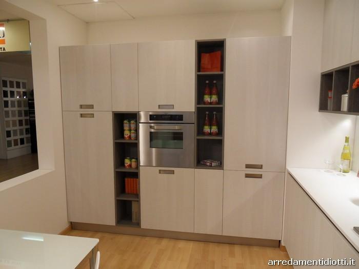 Cucina Grafica moderna e lineare con pensili a giorno - DIOTTI A&F Arredamenti