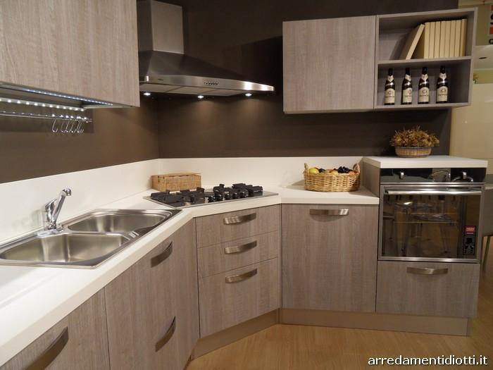 Cucina moderna angolare grafica tranch ghiro diotti a f arredamenti - Cucina con piano cottura ad angolo ...