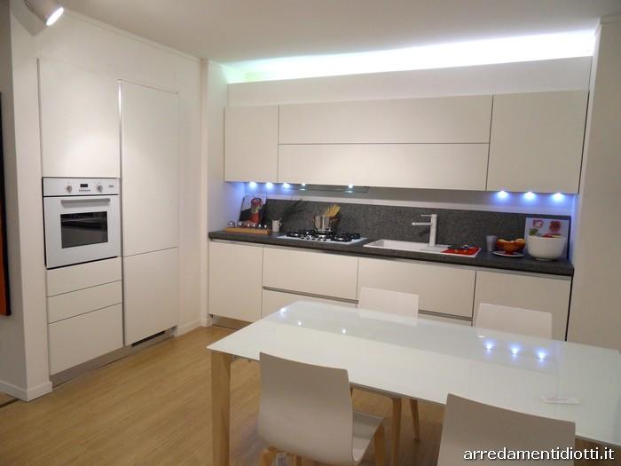 Cucine Moderne Laccate Bianche : Cucina moderna Sfera con gola curva e ...