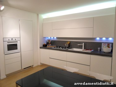 Pin cucina curva laccata arredamento e casalinghi in for Cucina moderna 330