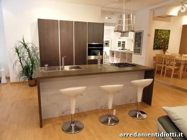 Cucina moderna logica con isola in rovere carbone diotti a f arredamenti - Cucine open space con isola ...