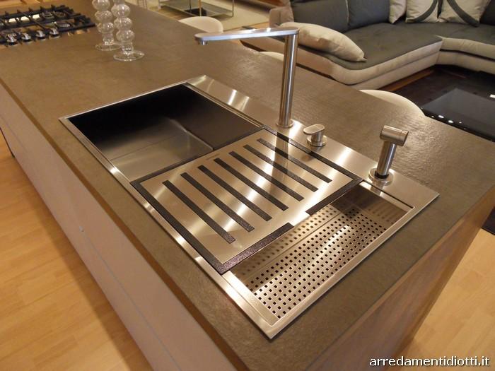 Cucina moderna logica con isola in rovere carbone diotti a f arredamenti - Lavelli per cucina ...