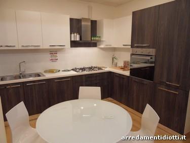 Cucina in offerta angolare, capiente e funzionale con cestello girevole ed estraibile - OFFERTA ...