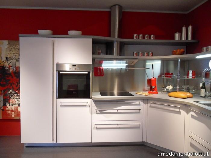Cucina Skyline ergonomica con piani sagomati - DIOTTI A&F Arredamenti