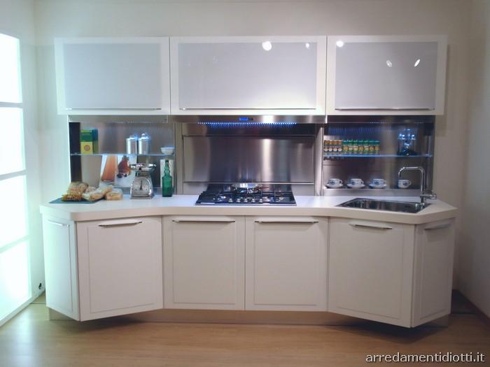 Cucina quadra con basi sagomate diotti a f arredamenti - Cucina moderna bianca ...