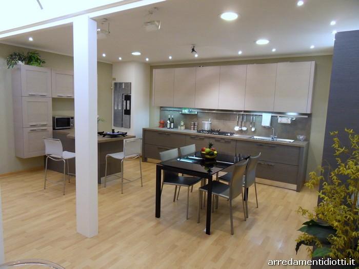 Cucina sfera con penisola sagomata diotti a f arredamenti - Illuminazione cucina moderna ...