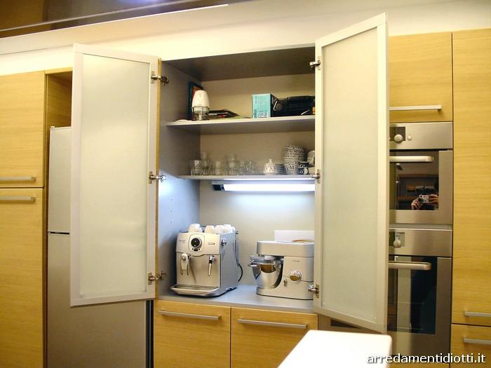 Un cliente di cerro diotti a f arredamenti - Cucine moderne con dispensa ...