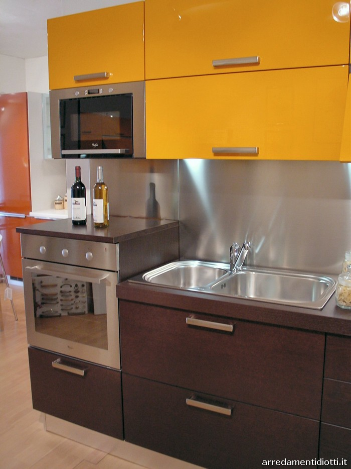 Cucine moderne arancio idee creative su interni e mobili for Diotti a f arredamenti