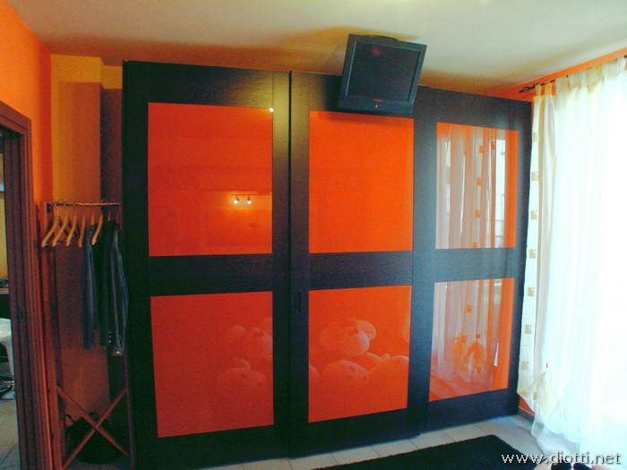 L'armadio ad anta scorrevole Fa-Sipario nella versione a 3 ante.