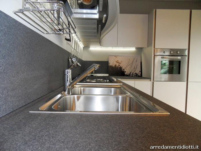 Cucina ola 20 componibile curva con maniglia integrata for Diotti arredamenti prezzi
