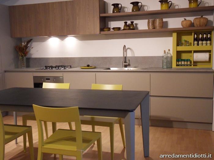 Divano Bianco Pelle >> Open space composto da cucina soggiorno e divano - DIOTTI A&F Arredamenti