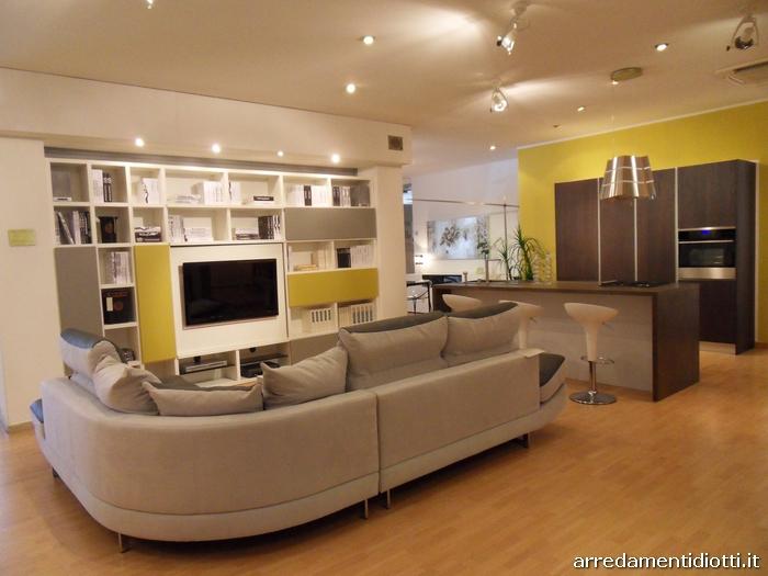 Arredo soggiorno open space idee per il design della casa - Cucina sala open space ...
