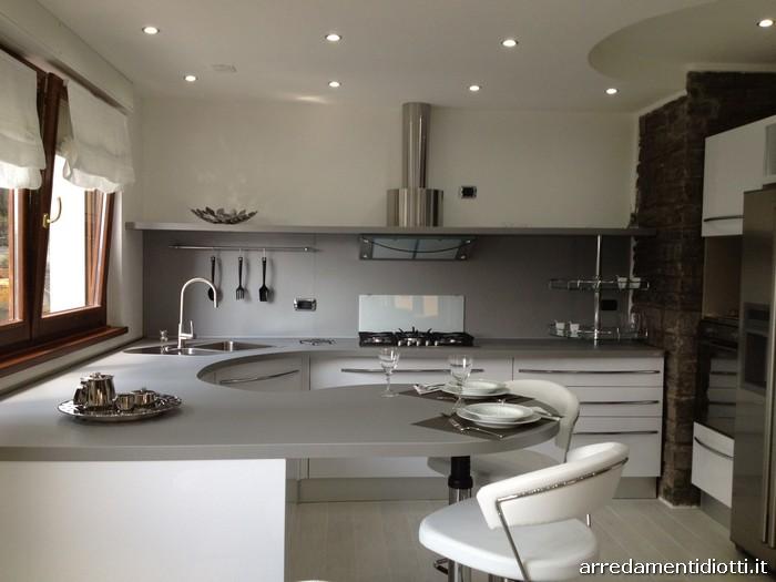 Cucina bianca lucida con top curvo skyline diotti a f - Cucina bianca lucida ...