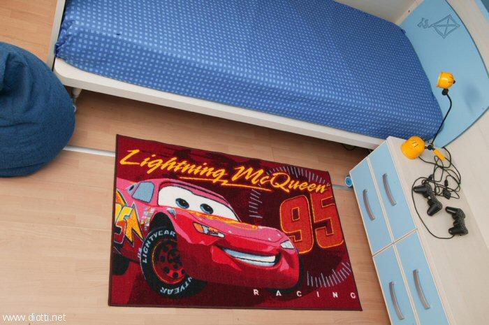 Le mitiche Cars della Pixar con il letto con testiera retro-illuminata di Moretti Compact.