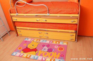 Winnie the Pooh davanti ai letti Space della collezione Sirius di Moretti Compact