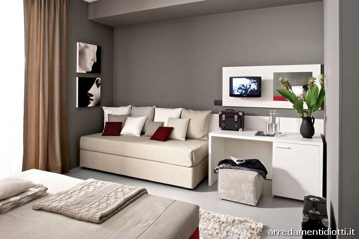 Seipersei-camera-hotel-sommier-imbottito-terzo-letto-half